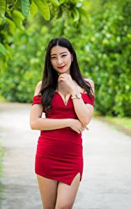 Картинка Азиатка Позирует Платье Руки Взгляд Боке Девушки