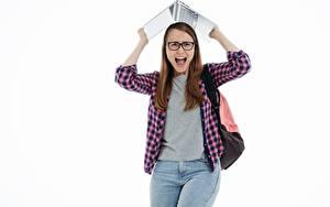 Фотографии Студентки Ноутбуки Белый фон Кричат Взгляд Очках Рубашка Джинсы девушка