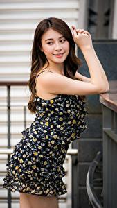 Картинка Азиаты Платье Руки Смотрят Девушки