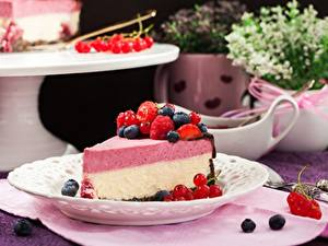 Картинка Малина Ягоды Черника Кусок Cheesecake Еда