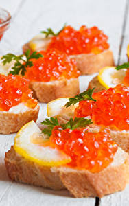Фото Морепродукты Икра Бутерброды Хлеб Доски Еда