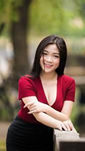 Фото Азиатки Боке Рука Вырез на платье Улыбается девушка