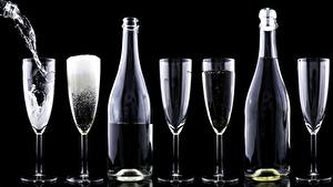 Картинки Шампанское Бокал Бутылка На черном фоне Еда