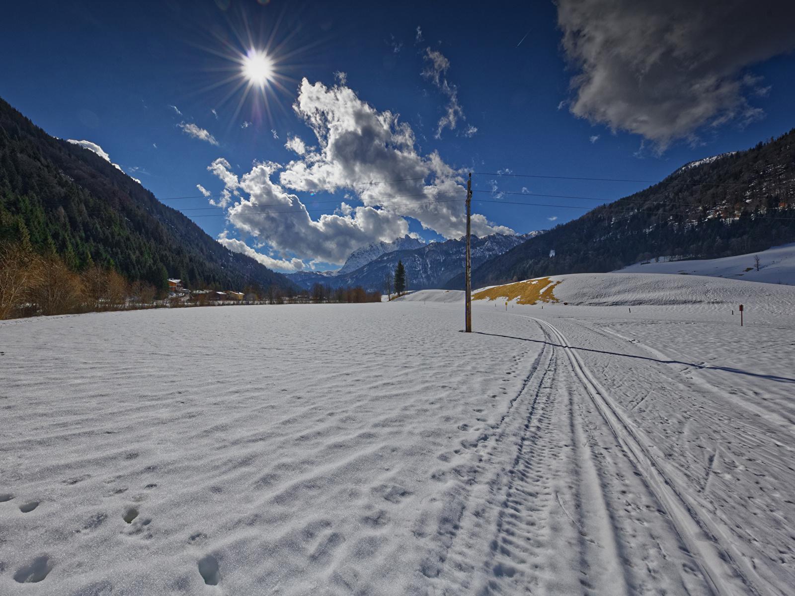Картинка Австрия Tyrol гора зимние Солнце Природа снегу облачно 1600x1200 Зима Горы солнца Снег снеге снега облако Облака