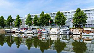 Картинка Германия Дома Причалы Катера Водный канал Wilhelmskanal in Heilbronn Города