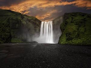Обои Исландия Водопады Вечер Утес Мох Skogafoss