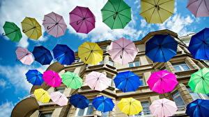 Картинка Много Зонт Разноцветные Вид снизу