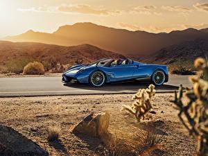 Фотография Pagani Металлик Синий Родстер 2017 Huayra Roadster Машины
