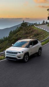 Фотографии Jeep Дороги Белый Едущий 2017 Compass Limited Автомобили