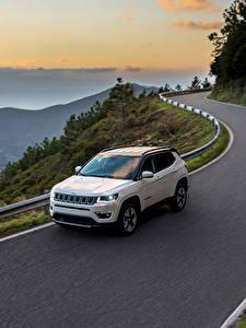 Обои для рабочего стола Jeep Дороги Белый Едущий 2017 Compass Limited Автомобили