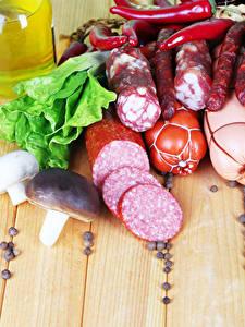 Картинка Мясные продукты Колбаса Грибы Доски