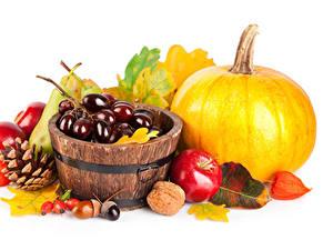 Обои Осенние Тыква Виноград Яблоки Орехи Белый фон Шишки Листва Пища