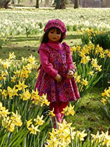 Фотографии Германия Парки Нарциссы Девочки Куклы Платье Grugapark Essen Природа