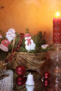 Картинка Рождество Свечи Печенье Корзинка Шишки Шарики Дизайн Снеговики Еда