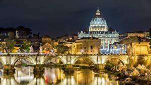Картинка Италия Рим Здания Речка Мосты Храмы Ночные Уличные фонари Города