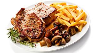 Картинки Вторые блюда Мясные продукты Картофель фри Грибы Белым фоном Тарелка Продукты питания