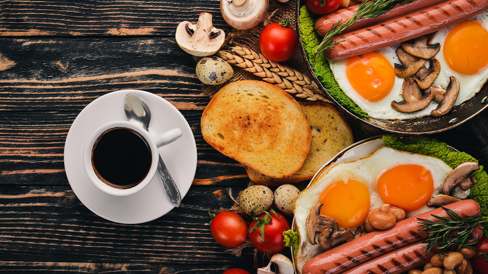 Обои для рабочего стола яйцами Яичница Кофе Завтрак Помидоры Хлеб Грибы Сосиска Еда Чашка 1920x1080 яиц яйцо Яйца яичницы глазунья Томаты Пища чашке Продукты питания