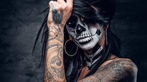 Фотографии Праздники Руки Татуировка Мейкап day of the dead девушка