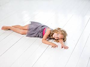 Картинка Доски Девочки Фотомодель Платье Миленькие ребёнок