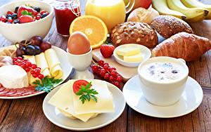 Фото Кофе Сыры Круассан Булочки Фрукты Завтрак Яйцами Чашка
