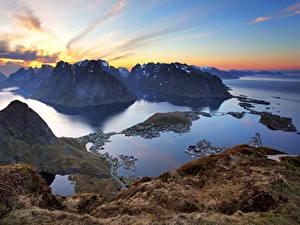 Фотографии Норвегия Лофотенские острова Горы Рассветы и закаты Залив