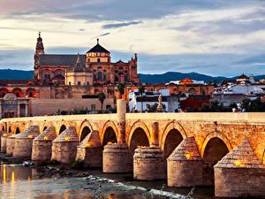 Фотографии Испания Здания Речка Мосты Roman bridge Cordoba Города