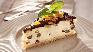 Фотография Сладости Пирожное Пирог Творог Изюм Кусок Мятой Пища