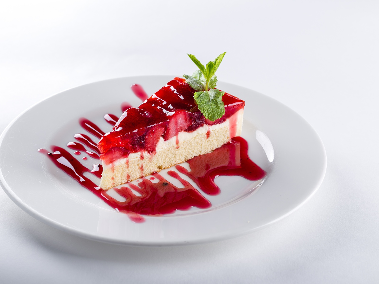 Фото Торты кусочек тарелке Продукты питания Белый фон 1600x1200 часть Кусок кусочки Еда Пища Тарелка белом фоне белым фоном