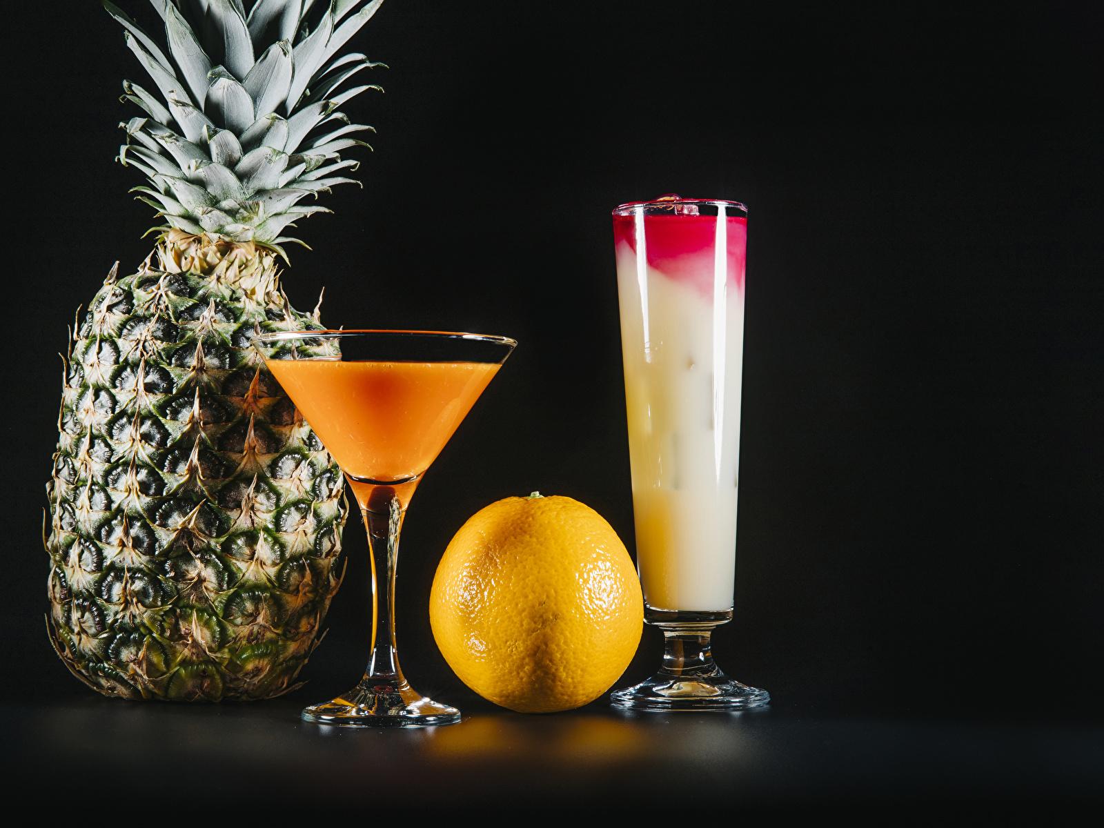 Фотография две Апельсин стакана Ананасы Еда бокал Коктейль на черном фоне 1600x1200 2 два Двое вдвоем Стакан стакане Пища Бокалы Продукты питания Черный фон