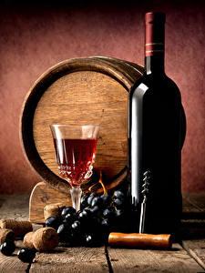 Фото Бочка Вино Виноград Доски Стена Бутылка Бокалы