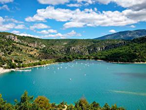 Фотографии Франция Пирсы Катера Парусные Залив Холмов Var Provence