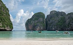 Фото Таиланд Остров Лодки Катера Море Утес Пляжи Заливы Ko Phi Phi Le Природа
