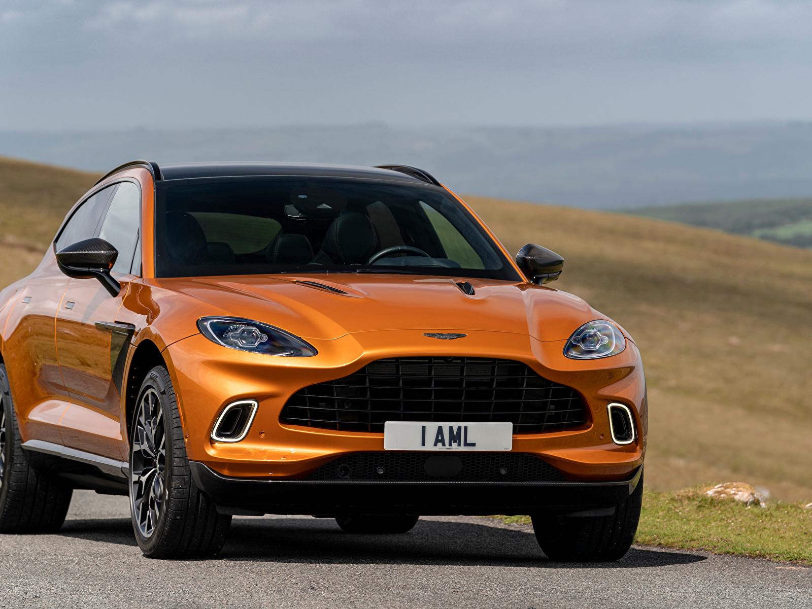 Фотографии Aston Martin Кроссовер DBX, North America, 2020 оранжевая авто Спереди Металлик 1600x1200 Астон мартин CUV Оранжевый оранжевые оранжевых машина машины Автомобили автомобиль