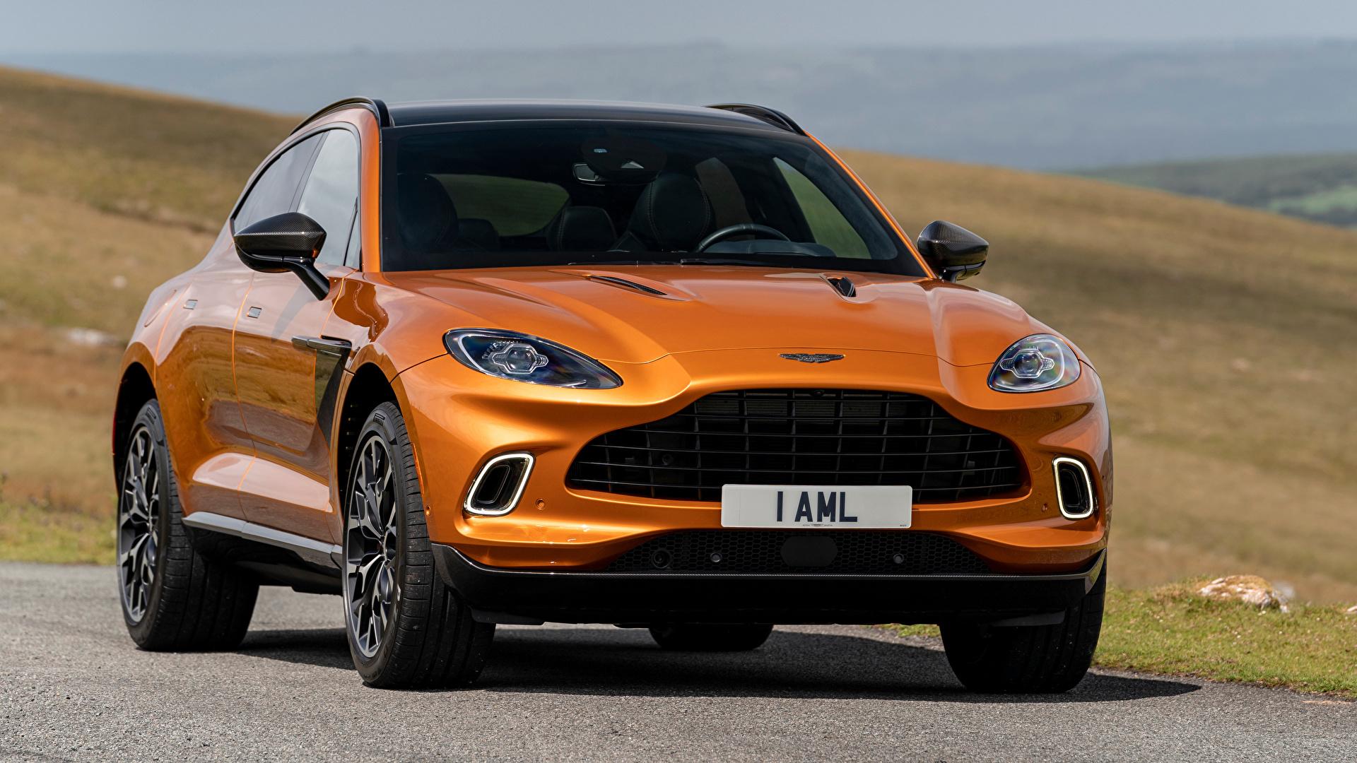 Фотографии Aston Martin Кроссовер DBX, North America, 2020 оранжевая авто Спереди Металлик 1920x1080 Астон мартин CUV Оранжевый оранжевые оранжевых машина машины Автомобили автомобиль