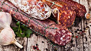 Фотографии Мясные продукты Колбаса Чеснок Доски
