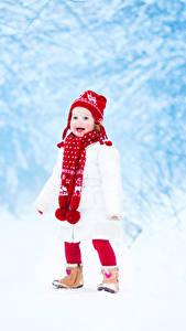 Картинка Зимние Девочки Снег Шапки Шарф Дети