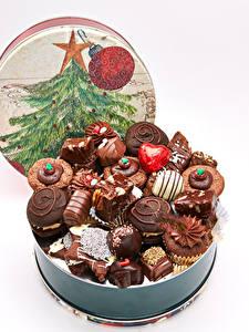 Обои Рождество Сладости Конфеты Шоколад Белый фон Новогодняя ёлка Пища