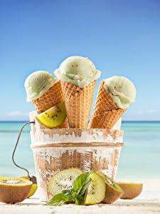 Фотографии Мороженое Киви Трое 3 Вафельный рожок