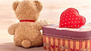 Картинки День всех влюблённых Мишки Спина Серце Чемоданы