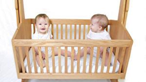 Обои Белый фон Кровать Грудной ребёнок 2 Деревянный