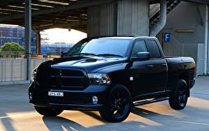 Фотография Додж Пикап кузов Металлик Черный 2019 Ram 1500 Express Black Pack Quad Cab Машины