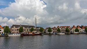 Фотографии Нидерланды Здания Речка Пирсы Облачно Haarlem город