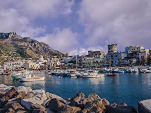 Картинки Италия Здания Камень Причалы Катера Залив Forio Ischia город