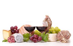 Фотография Натюрморт Вино Виноград Ветчина Колбаса Сыры Белый фон Бокалы 2 Пища