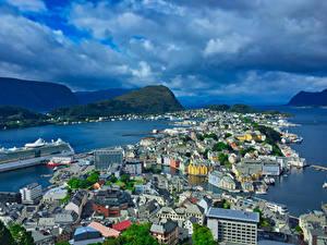 Фото Норвегия Дома Пристань Корабль Залив Aalesund город