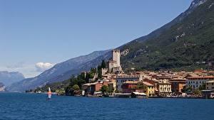 Картинка Италия Горы Здания Озеро Lombardy, Sirmione, province of Brescia, Lake Garda Города
