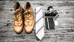 Обои Доски Ботинка Галстук Фотоаппарат Шариковая ручка
