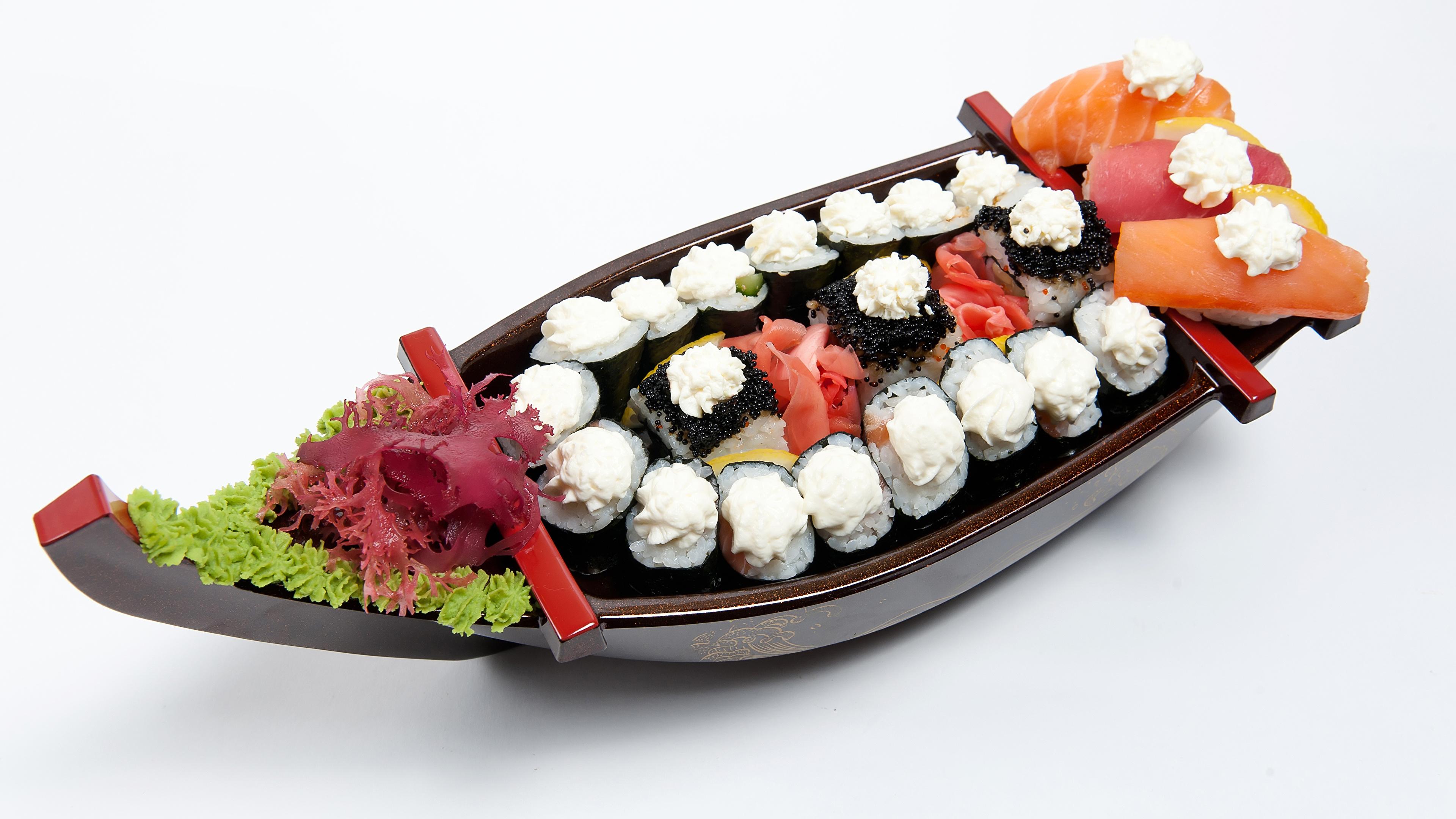 Картинка Суши Еда Овощи Лодки Белый фон Морепродукты 3840x2160 суси Пища Продукты питания белом фоне белым фоном