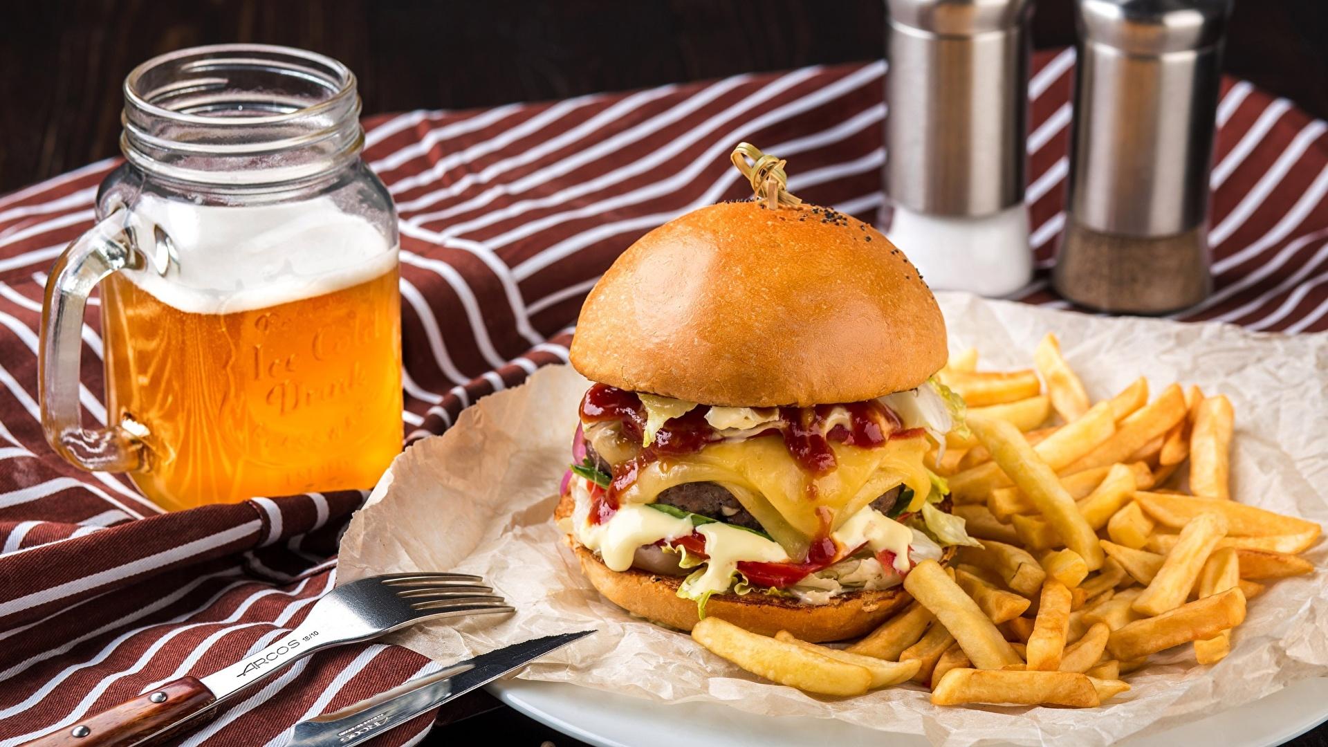 Фотографии Пиво Гамбургер Картофель фри Быстрое питание Пища 1920x1080 Фастфуд Еда Продукты питания