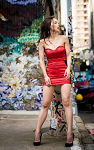 Фотографии Азиатки Поза Платья Ноги Красивый Шатенка Девушки